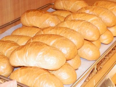 一番人気「塩バターパン」。ほどよい塩気にもちもちの弾力、バターの風味たっぷり。ふわっと口中で溶けるほど軽い食感