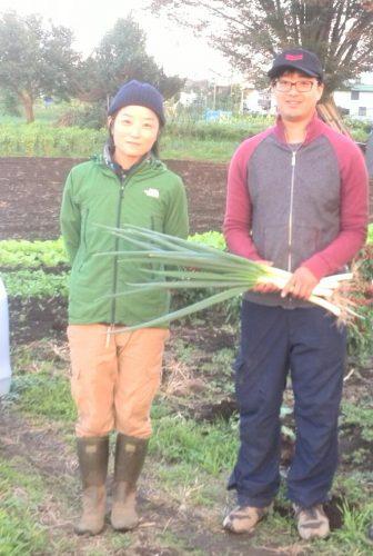 大事な生産者の方と一緒に。左から瑞穂のMilme・菊池樹里さん、てくてく農園・井上祐輔さん。