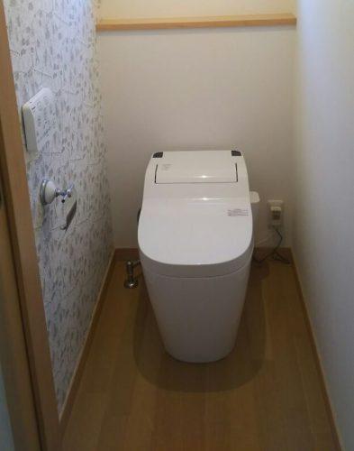 トイレには、「消臭機能」がついた壁紙がイチオシ。一面だけを違う壁紙にしてアクセントをつけると空間の印象がまた変わる