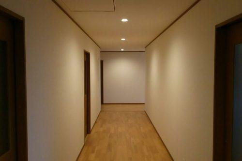 壁紙は、生活空間を左右するほど重要なアイテム。お客の生活に合わせた環境を提案、施工のみならず、メンテナンスまで責任をもつ
