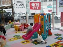 子どもが目を輝かせるキッズコーナー。これで大人も安心、じっくりHonda車と向き合える