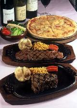 この肉を食べ、これまで肉嫌いだった人がヤミツキになる例も多々。今や、ネットを見て全国からお客がやってくる。昭和54年と58年には、衛生上の管理を評価され、東京都知事賞を二度受賞。なかなか、例はないという