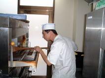 好きなパンを作っていられるのは幸せと平岡さん。パン作りの原点に戻った今、毎日が工夫と進化の連続。新製品が続々、店頭に登場中だ