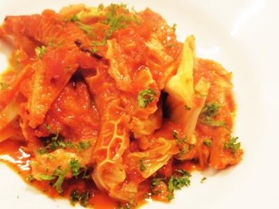 「トリッパのトマト煮」(800円)は、衝撃の味わい。フレッシュなトマトの酸味と、臭みは皆無のトリッパがベストマッチング。ほどよく食感が残るトリッパの火の通し加減が絶妙