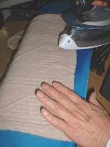 伸びてしまったセーターも、こうして、限りなく新品に近い状態に戻してくれる