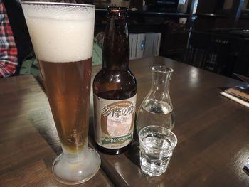 瓶内で発酵を続けるビール、「ボトルコンディション」と「たまの八重桜」。できたての地ビールとお酒が味わえるという、貴重な場所だ