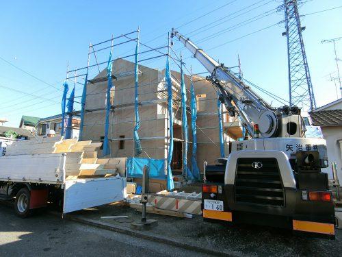 2×4という、枠組壁工法をこのように建てられる。地震に強いという耐震性能がその特徴。断熱性も高く、強くてあたたかい家が作られる