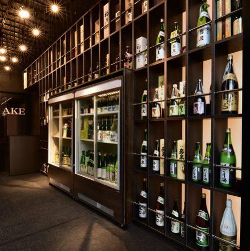 個性豊かな酒瓶が、それぞれのボックスに鎮座する。なんとも威風堂々、日本酒好きでなくともきっと、わくわくする?