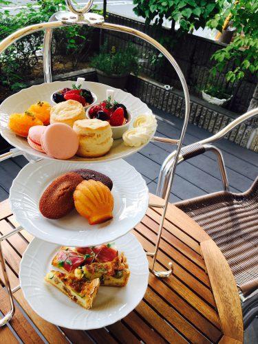 店専用ブレンドの紅茶「SAKURAセレクト」と焼き菓子を、店内で楽しむことができる。「アフタヌーンティー」は、1,500円、90分。紅茶のおかわりも自由(席に限りがあるのでホームページからの予約がおすすめ)