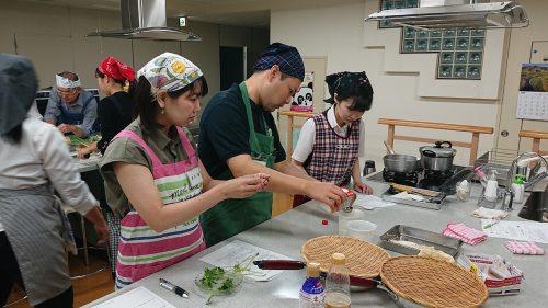 さまざまな料理にお菓子やパン作りが学べる料理教室。大盤振る舞いに感激ひとしお。楽しみにしているファンは多い