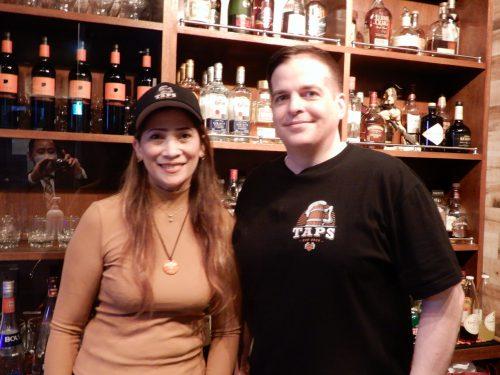 店主 ダニエル サンドホルザーさん(右)、エリカさん(左)さん